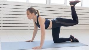 لگد به عقب برای لاغری سریع شکم